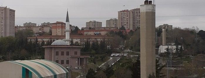 Halkalı Spor Kompleksi is one of Lieux sauvegardés par Zeynep.