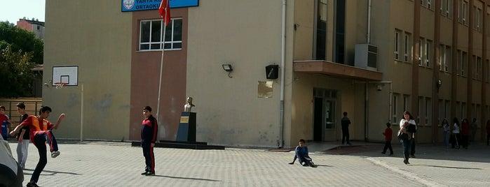 Yahya Kemal Beyatlı Orta Okulu is one of Tempat yang Disukai Şenol.