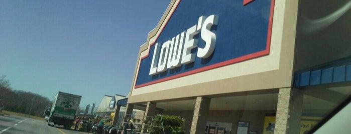 Lowe's is one of Tempat yang Disukai Tracie.