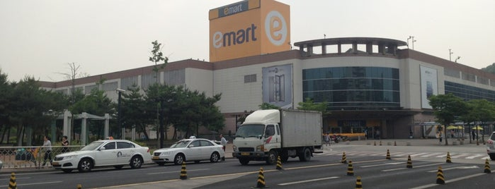 emart is one of Orte, die Edward gefallen.
