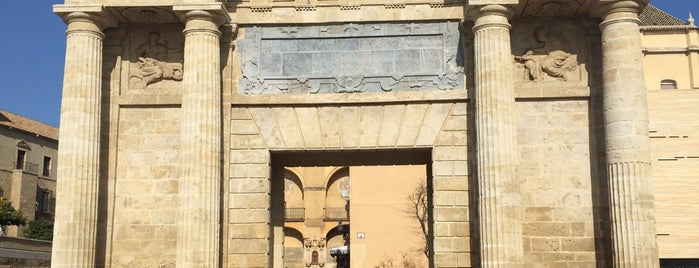 Puerta del Puente is one of Que visitar en Cordoba.