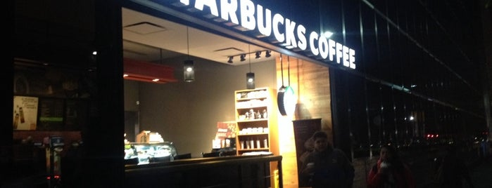 Starbucks is one of Lugares favoritos de Angeles.