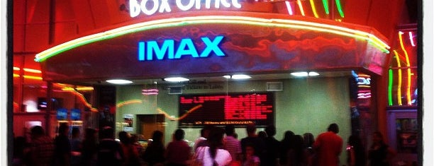 Cobb Theatre Dolphin 19 & IMAX is one of Tempat yang Disukai Val.