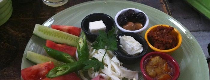 Lime Cafe & Breakfast is one of Tempat yang Disimpan Burak.