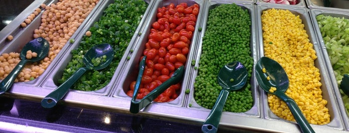 Whole Foods Market is one of Lieux qui ont plu à Emily.