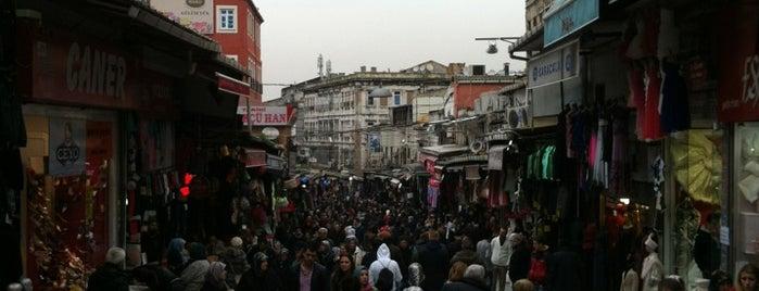 Tarihi Mahmutpaşa Çarşısı is one of Tempat yang Disukai Yaşam Ve Moda Notlarım.