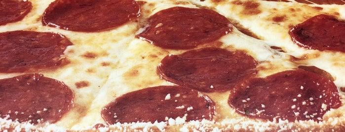 Little Ceasars Pizza is one of Lugares favoritos de Kleyton.