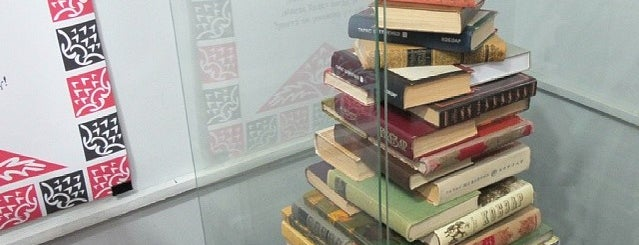 Літературний музей is one of สถานที่ที่ A ถูกใจ.