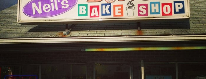 Neil's Donut & Bake Shop is one of Lugares favoritos de Lindsaye.