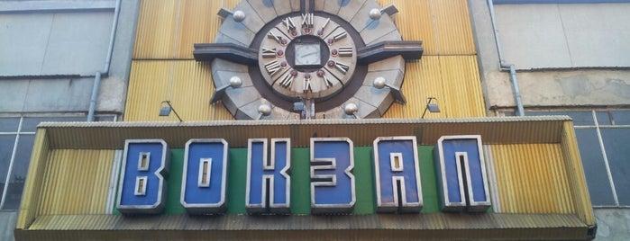 Миколаїв-пасажирський / Mykolayiv Train Station is one of Zoya'nın Beğendiği Mekanlar.