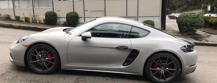 Porsche Bellevue is one of Orte, die Nadia gefallen.