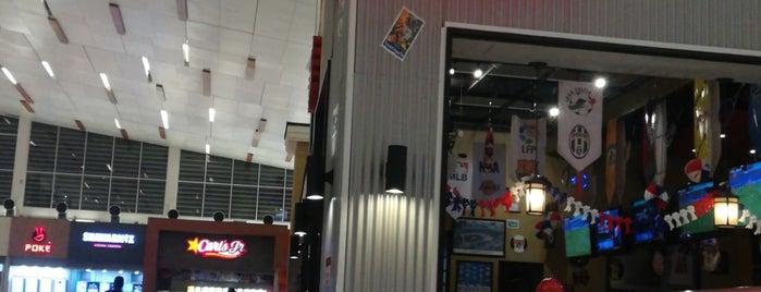 Wings Famous Grill is one of Posti che sono piaciuti a Layjoas.
