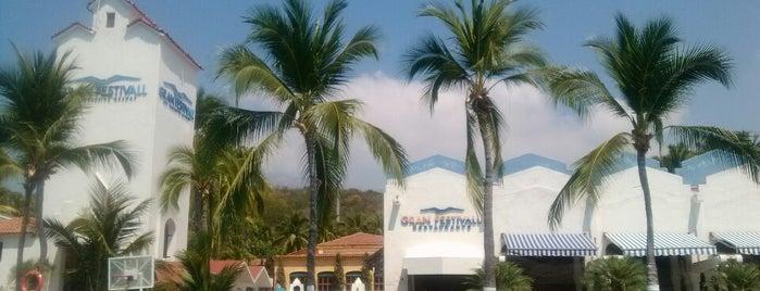 Hotel Gran Festivall is one of Tempat yang Disukai Laura.