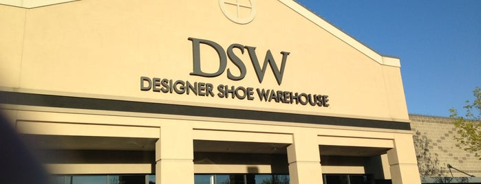 DSW Designer Shoe Warehouse is one of Lugares favoritos de Jessica.