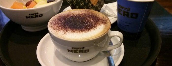 Caffè Nero is one of Tempat yang Disukai Sonia.