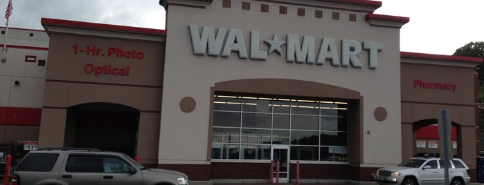 Walmart is one of Lugares favoritos de Tracy Raci.