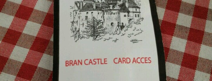 Castelul Bran is one of Lieux qui ont plu à Lucy🔥.