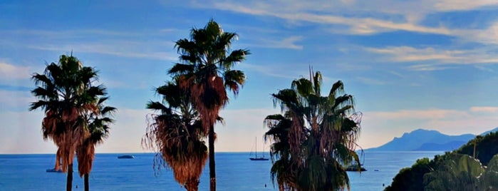 Croisette Beach club is one of Nice.