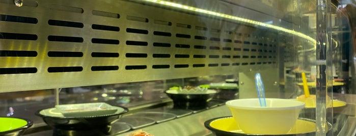 Makakiko Running Sushi is one of Posti che sono piaciuti a Vlada.