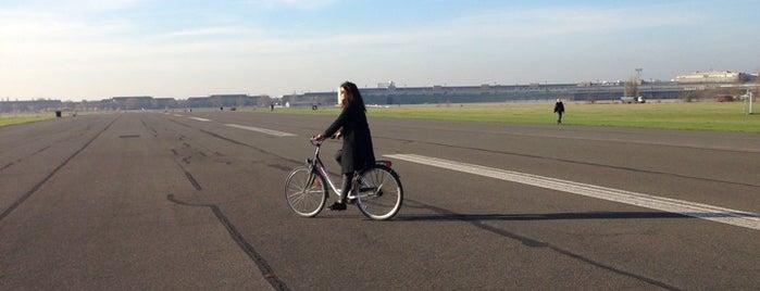 Flughafen Berlin Tempelhof is one of Almost Locals em Berlim.