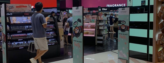 SEPHORA is one of Angieさんのお気に入りスポット.