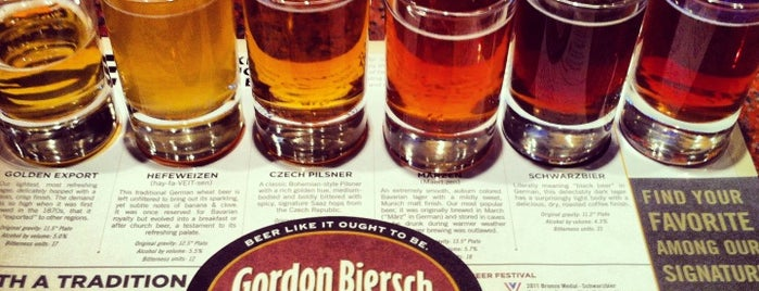 Gordon Biersch Brewery Restaurant is one of Tempat yang Disukai Autumn.