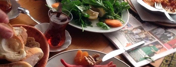 Dodo Cafe & Pub is one of İstanbul Yeme&İçme Rehberi - 6.