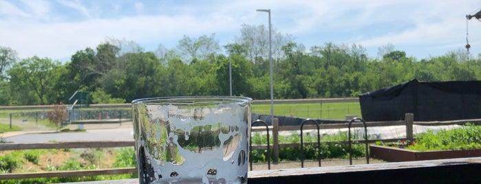Public Greens: Urban Kitchen, Greens & Grill is one of สถานที่ที่ CS_just_CS ถูกใจ.