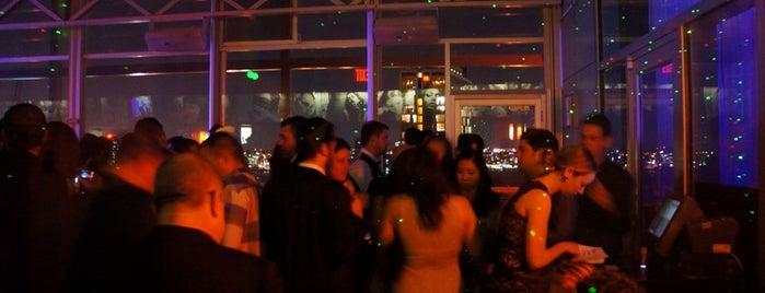 Plunge Rooftop Bar & Lounge is one of Orte, die Heungjun Jeremy gefallen.