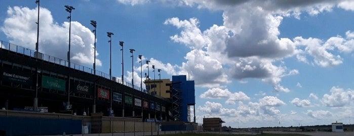 Kansas Speedway is one of Lugares favoritos de Tim.