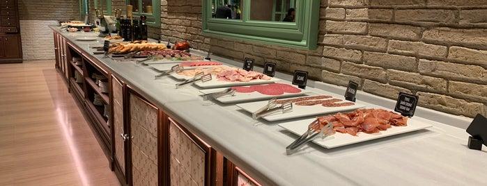 breakfast h10 marina is one of Posti che sono piaciuti a Marcus.