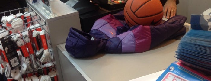 Nike Factory Store is one of สถานที่ที่ Nancy Karina ถูกใจ.