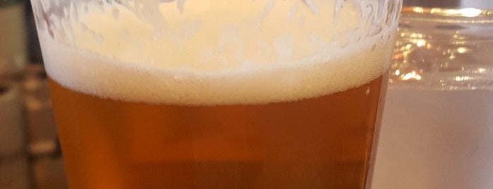 Ted's Beer Hall is one of Tempat yang Disukai John.