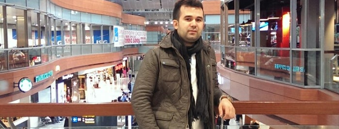 Azerbaycan Hava Yolları (AZAL) is one of Buket Erisenさんのお気に入りスポット.