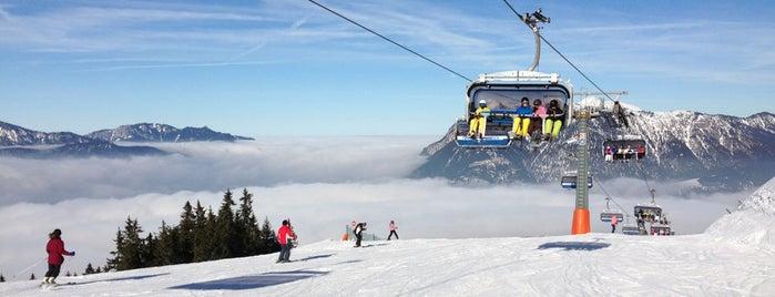 Garmisch Classic Skigebiet is one of สถานที่ที่ Pier ถูกใจ.