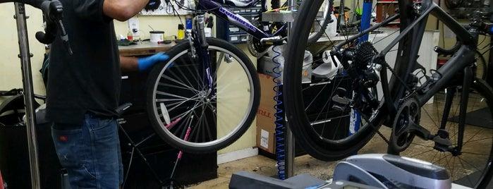 High Gear Cyclery is one of Orte, die Asia gefallen.