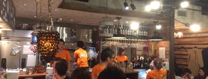 オリエンタルビストロ アガリコ 新宿三丁目店 is one of Lugares favoritos de Alex.