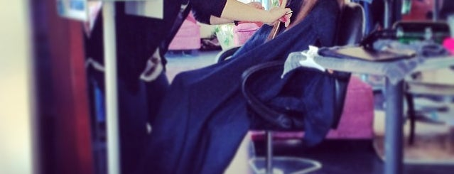 Green Peridot Salon is one of Posti che sono piaciuti a Lori.