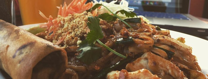 Mae Ploy Thai Cuisine is one of Lieux qui ont plu à Chez.