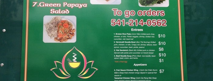 Tam's Place Vietnamese Cuisine is one of สถานที่ที่ Erin ถูกใจ.