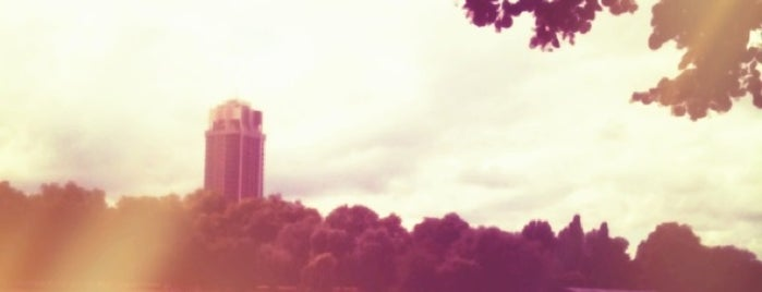 Hyde Park is one of London <3.