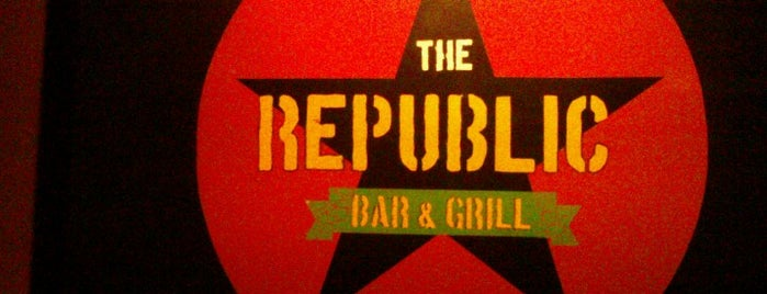 Republic Bar & Grill is one of Lieux qui ont plu à Ashley.