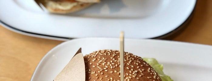 BurgerFuel is one of Julia'nın Beğendiği Mekanlar.