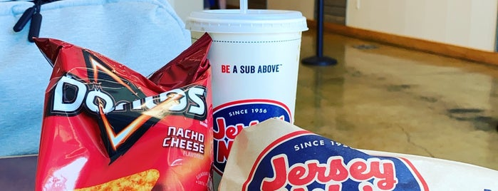 Jersey Mike's Subs is one of Posti che sono piaciuti a steve.
