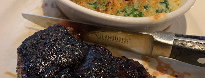 LongHorn Steakhouse is one of Rubén's Liked Places.