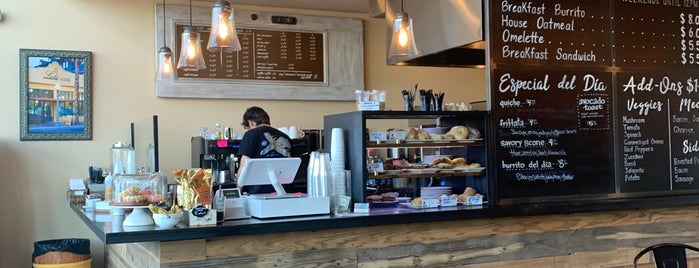 Lola Coffee - Arcadia is one of Tempat yang Disukai Raquel.