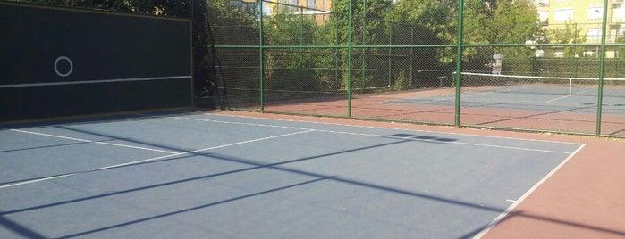 Yoğurtçu Parkı Tenis Kortu is one of Lieux qui ont plu à Zeynep.