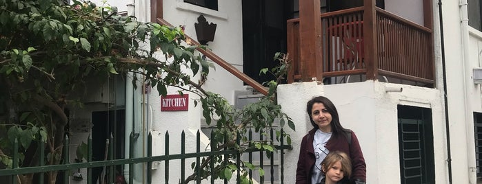 Orhan Kutbay'in Evi Turyolu Cafe Pansiyon is one of สถานที่ที่บันทึกไว้ของ Galina.