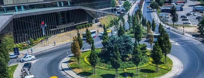 Akın Plaza is one of สถานที่ที่ Deniz ถูกใจ.