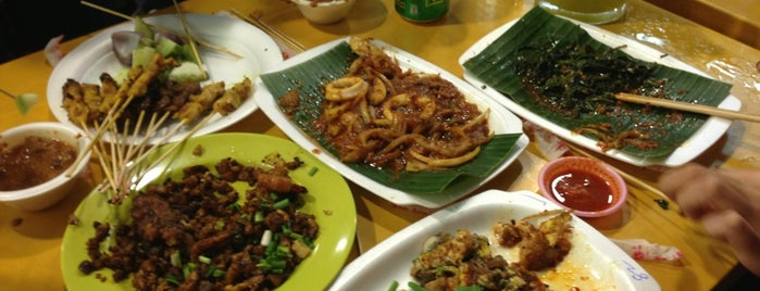 Chomp Chomp Food Centre is one of Micheenli Guide: Best of Singapore Hawker Food.